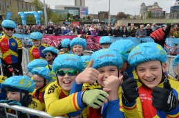 Young riders in City Park for the start of stage 3 of the 2017 Tour de Yorkshire